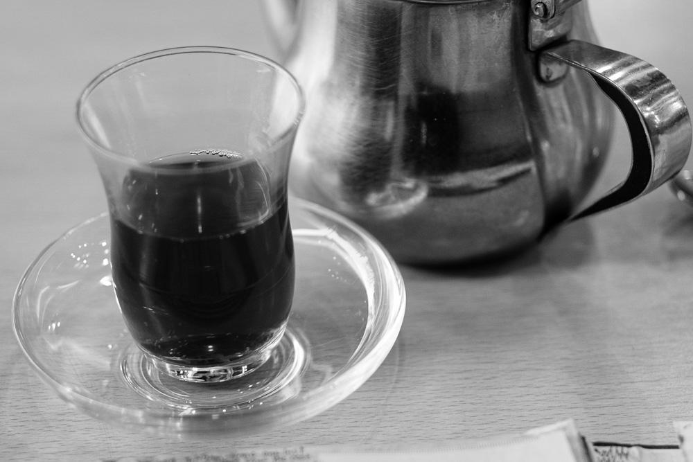 شاي أسود مع الأشباح